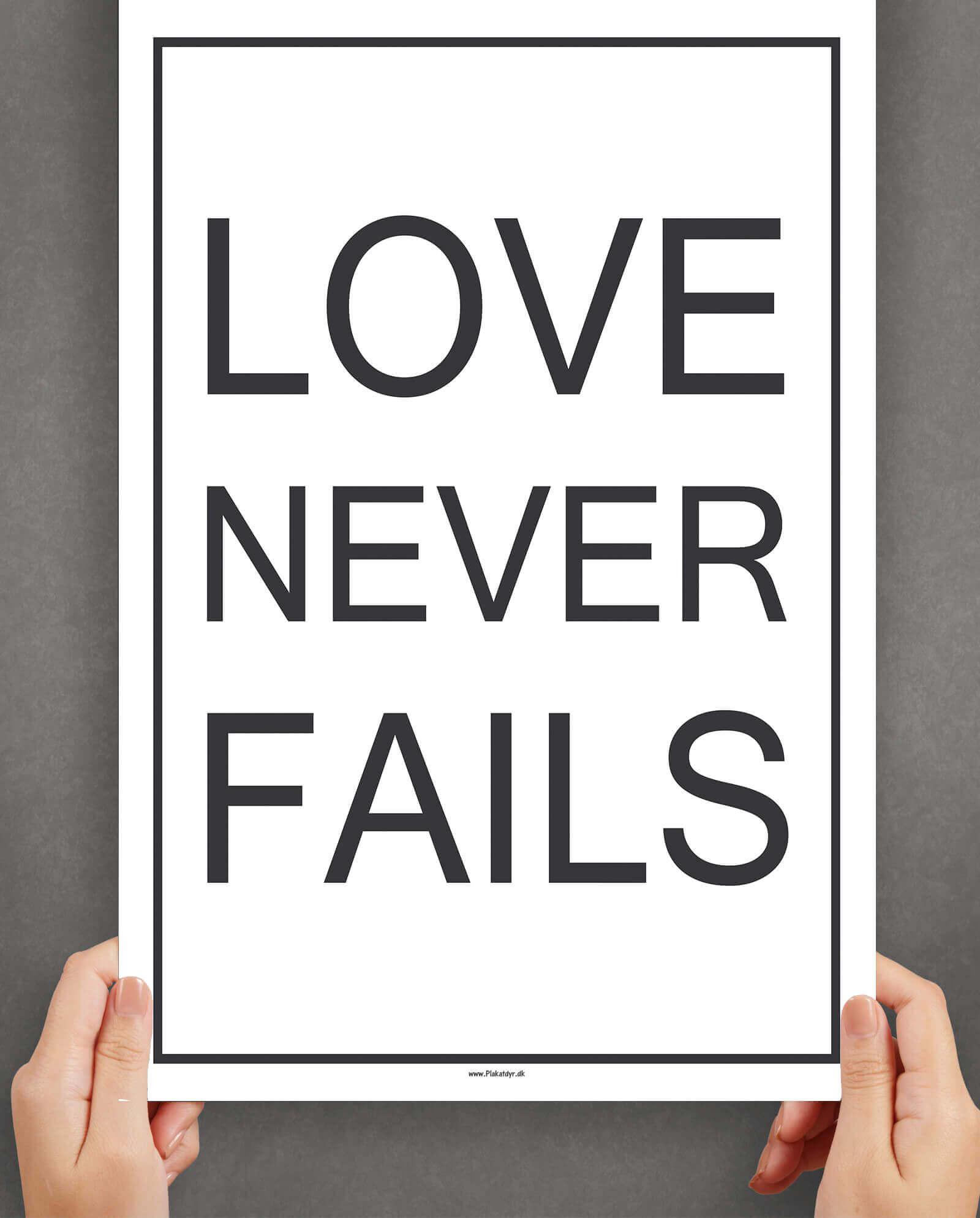 Love-never-fails-hvid-boligplakat