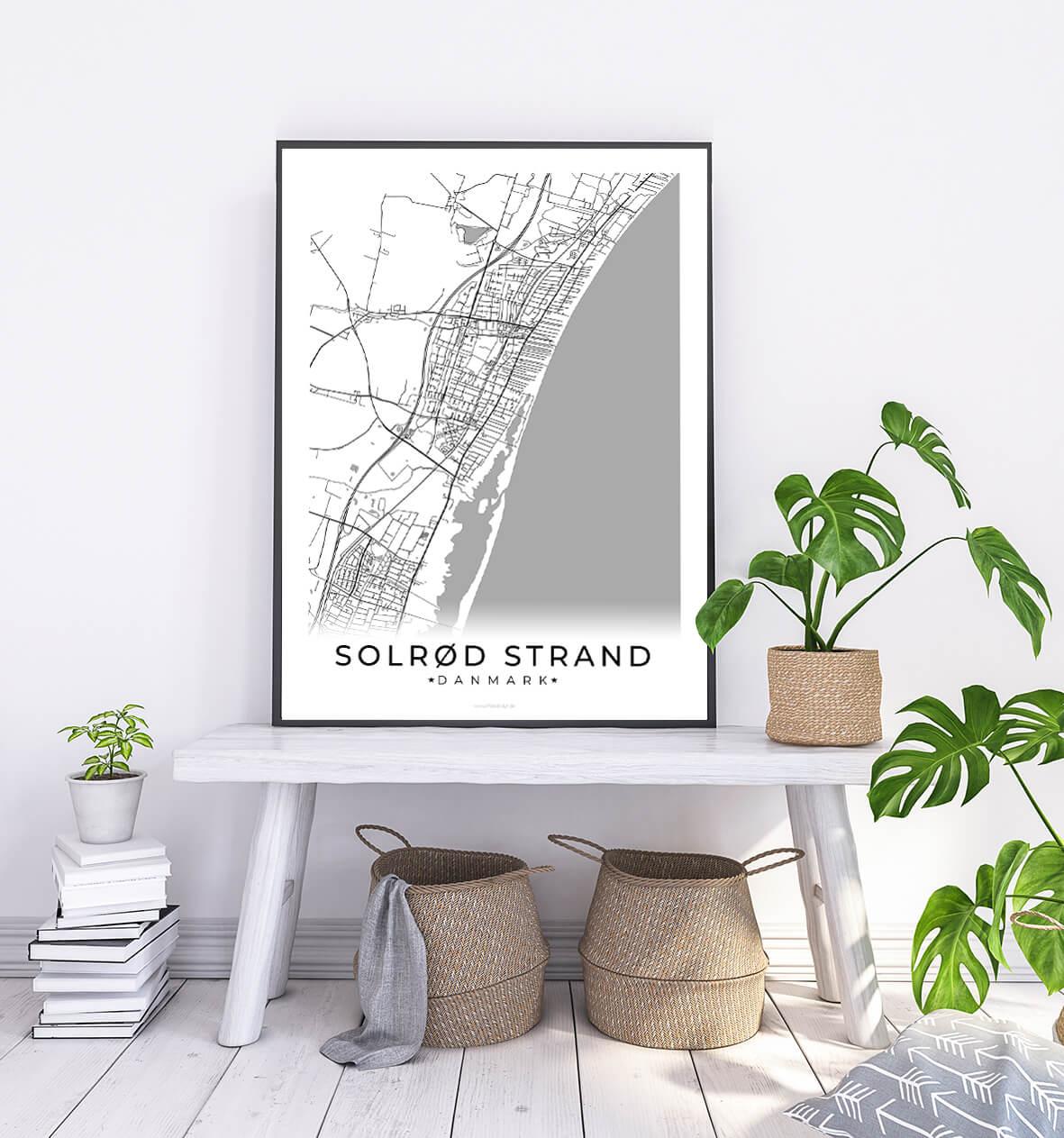 Solroed Strand-hvid-byplakat-1
